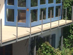 Ein aus Accoya gefertigter Balkon in Augsburg.