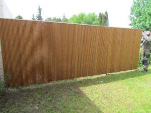 Sichtschutz aus Holz. Wetterbeständig und langlebig.